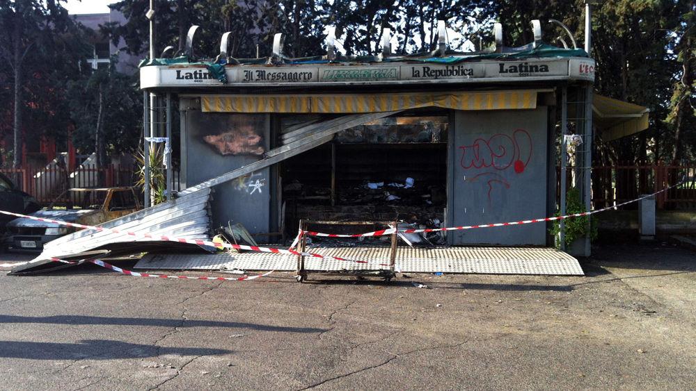 Auto Ed Edicola Incendiate In Via Amaseno