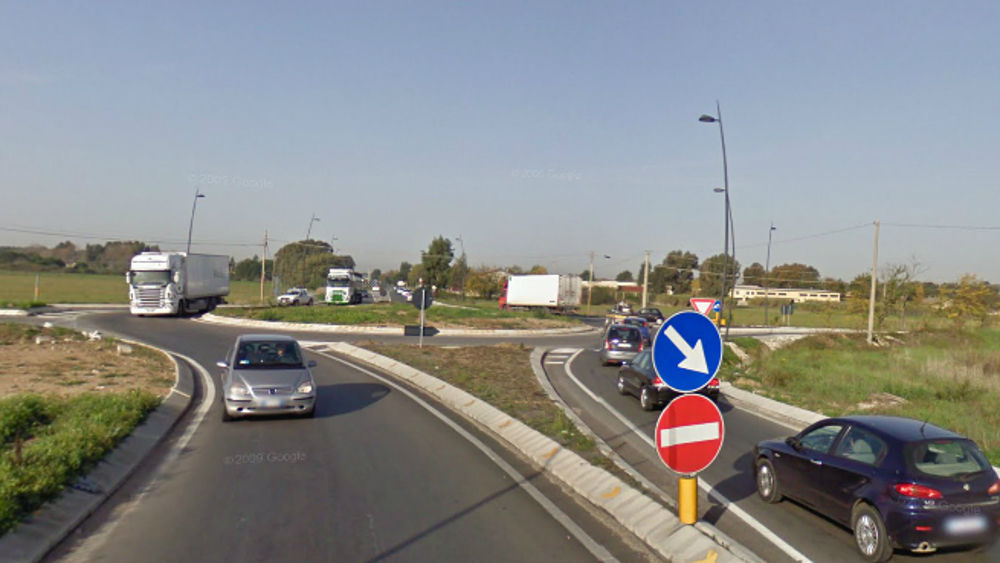 Incidente Pontina Al Piccarello Auto A Fuoco